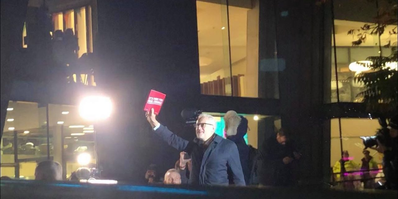 Corbyn steps out to address Sheffield Students